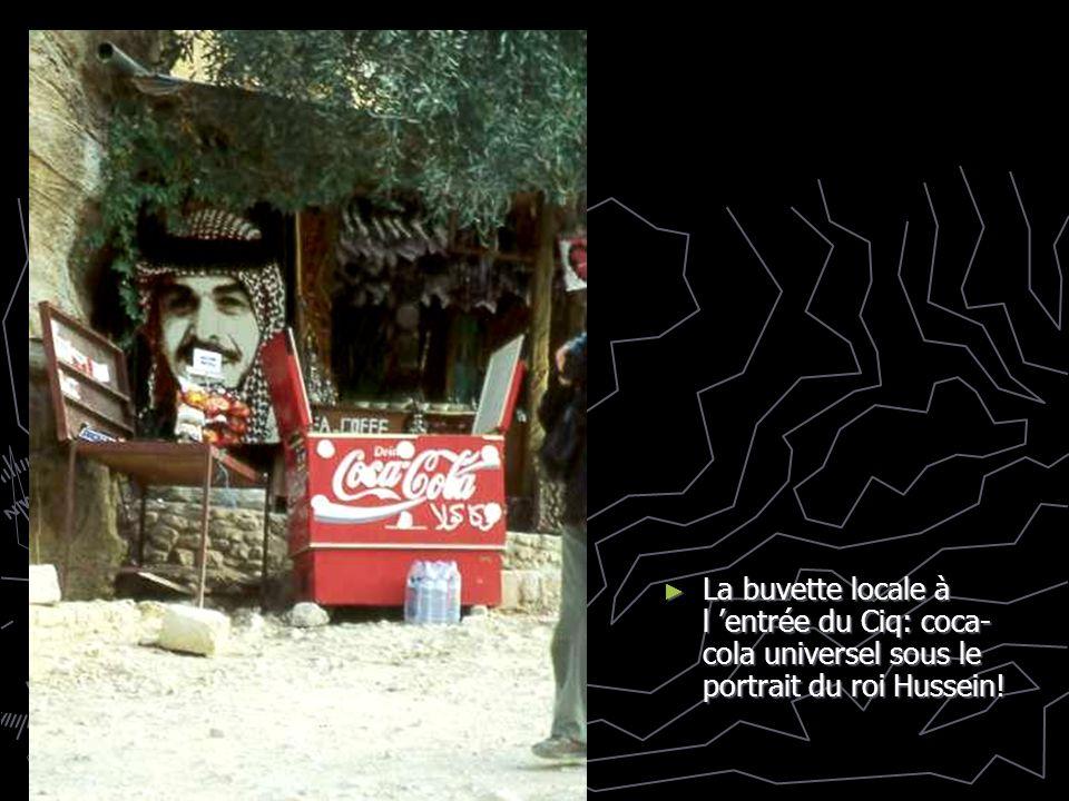 La buvette locale à l 'entrée du Ciq: coca-cola universel sous le portrait du roi Hussein!