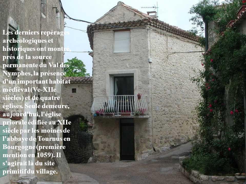 Les derniers repérages archéologiques et historiques ont montré, prés de la source permanente du Val des Nymphes, la présence d un important habitat médiéval (Ve-XIIe siècles) et de quatre églises.
