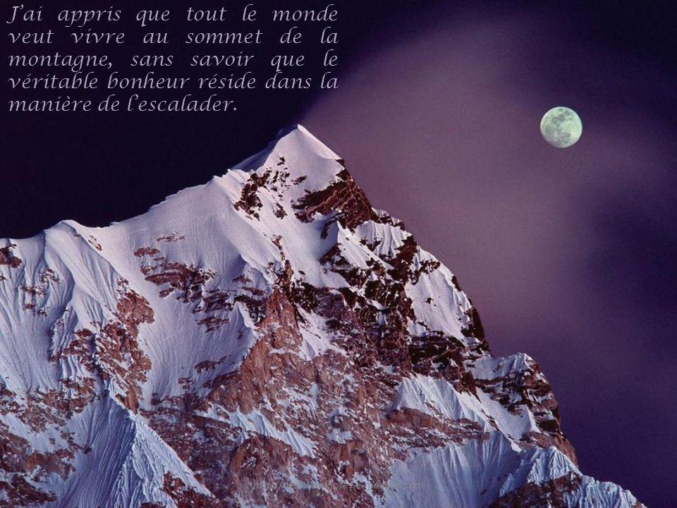 J'ai appris que tout le monde veut vivre au sommet de la montagne, sans savoir que le véritable bonheur réside dans la manière de l'escalader.
