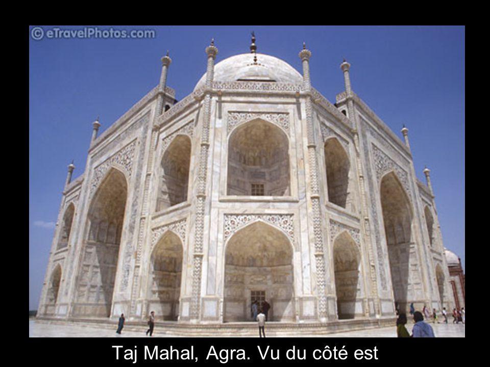 Taj Mahal, Agra. Vu du côté est