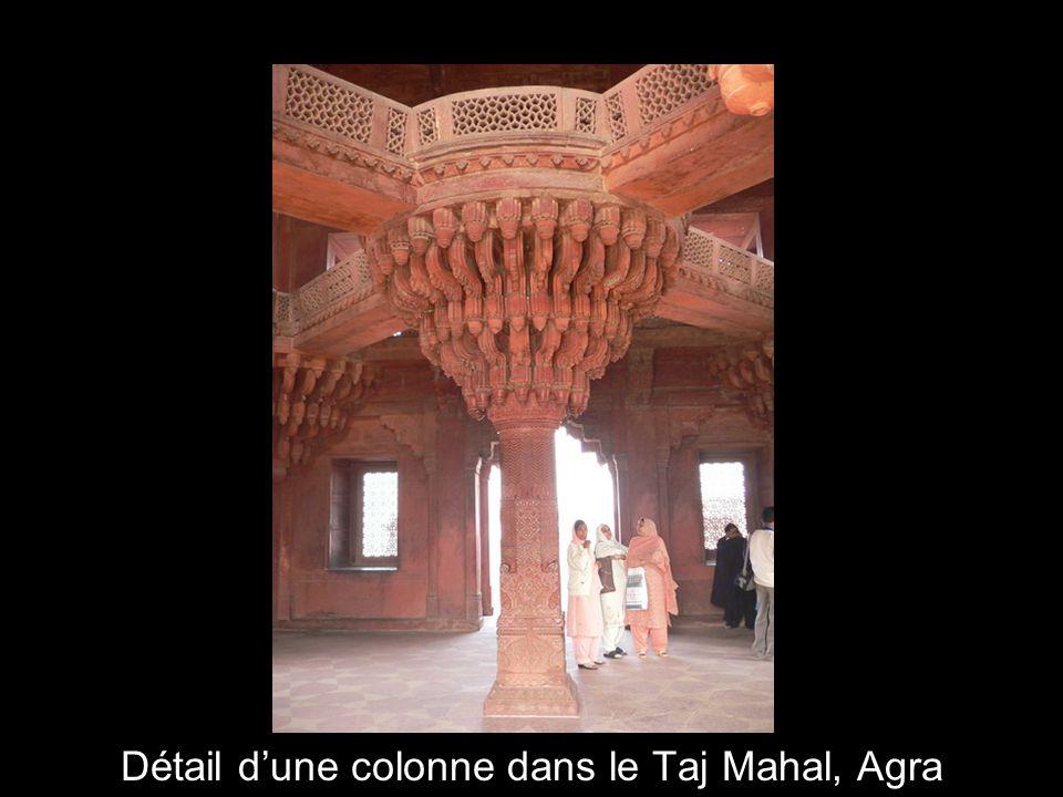 Détail d'une colonne dans le Taj Mahal, Agra