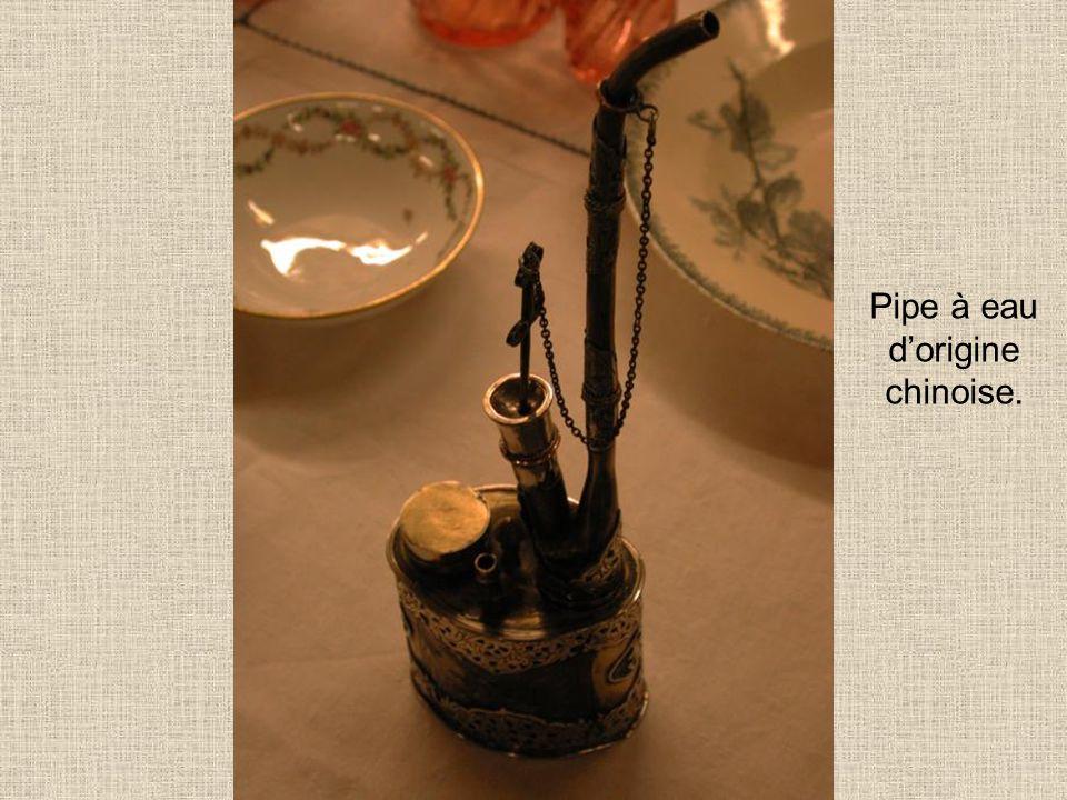 Pipe à eau d'origine chinoise.