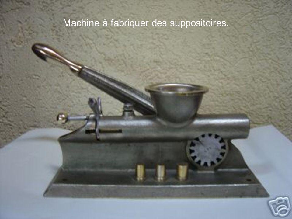 Machine à fabriquer des suppositoires.