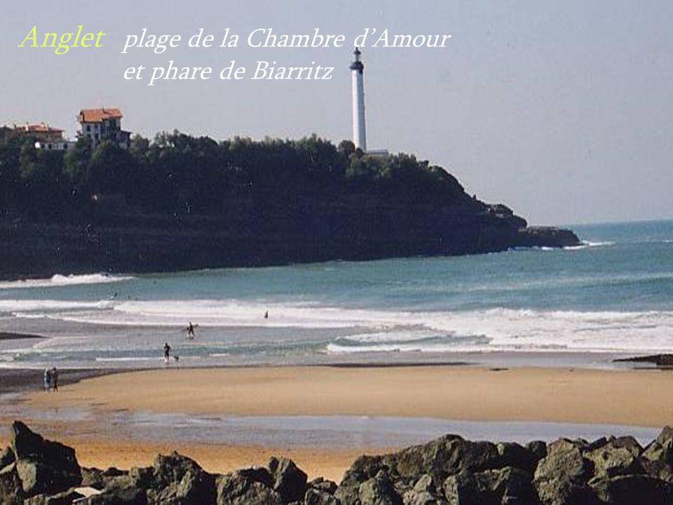 Anglet plage de la Chambre d'Amour . et phare de Biarritz
