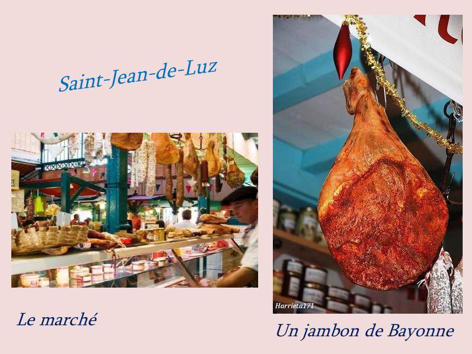 Saint-Jean-de-Luz Le marché Un jambon de Bayonne