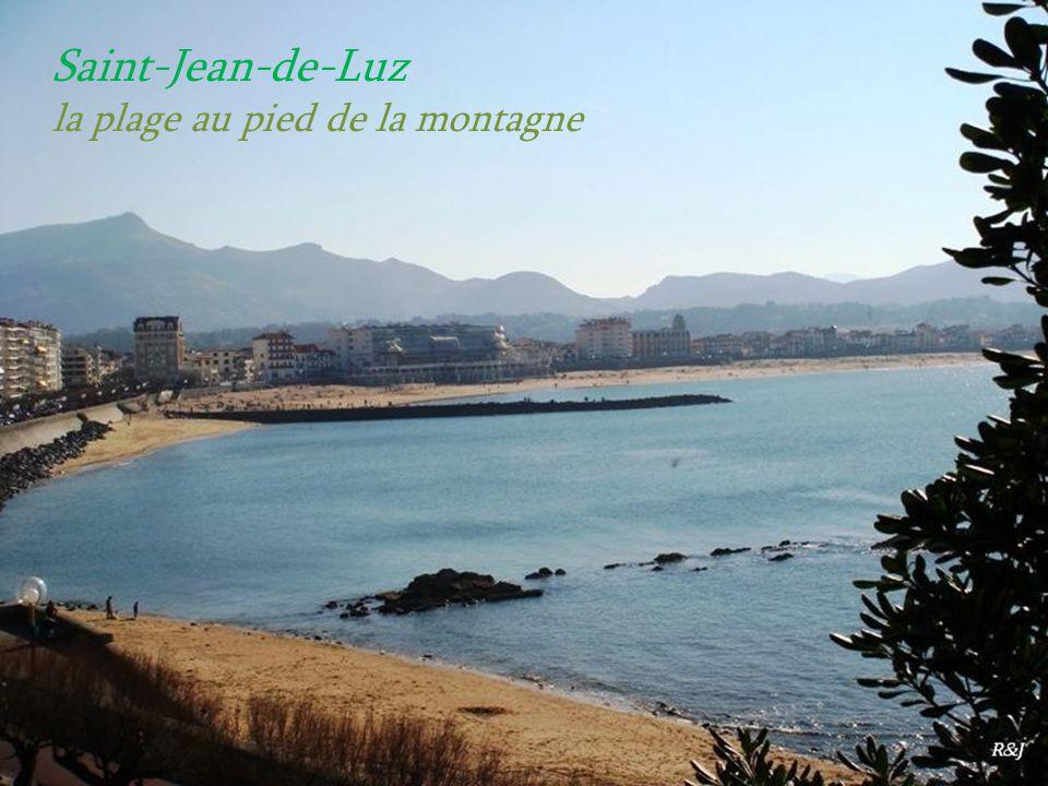 Saint-Jean-de-Luz la plage au pied de la montagne