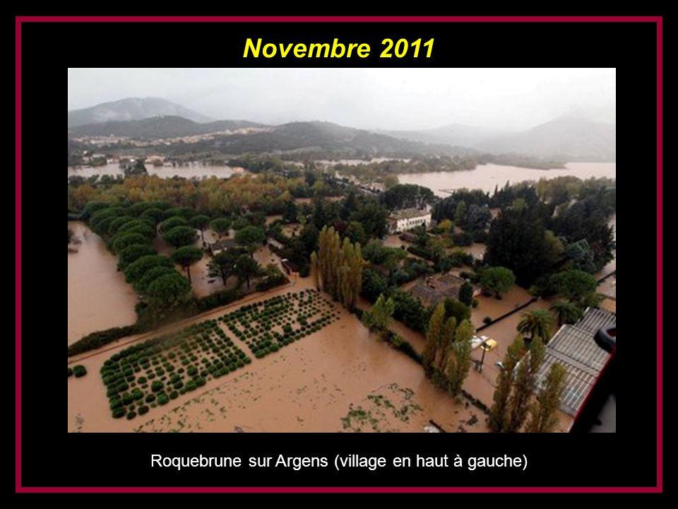 Roquebrune sur Argens (village en haut à gauche)