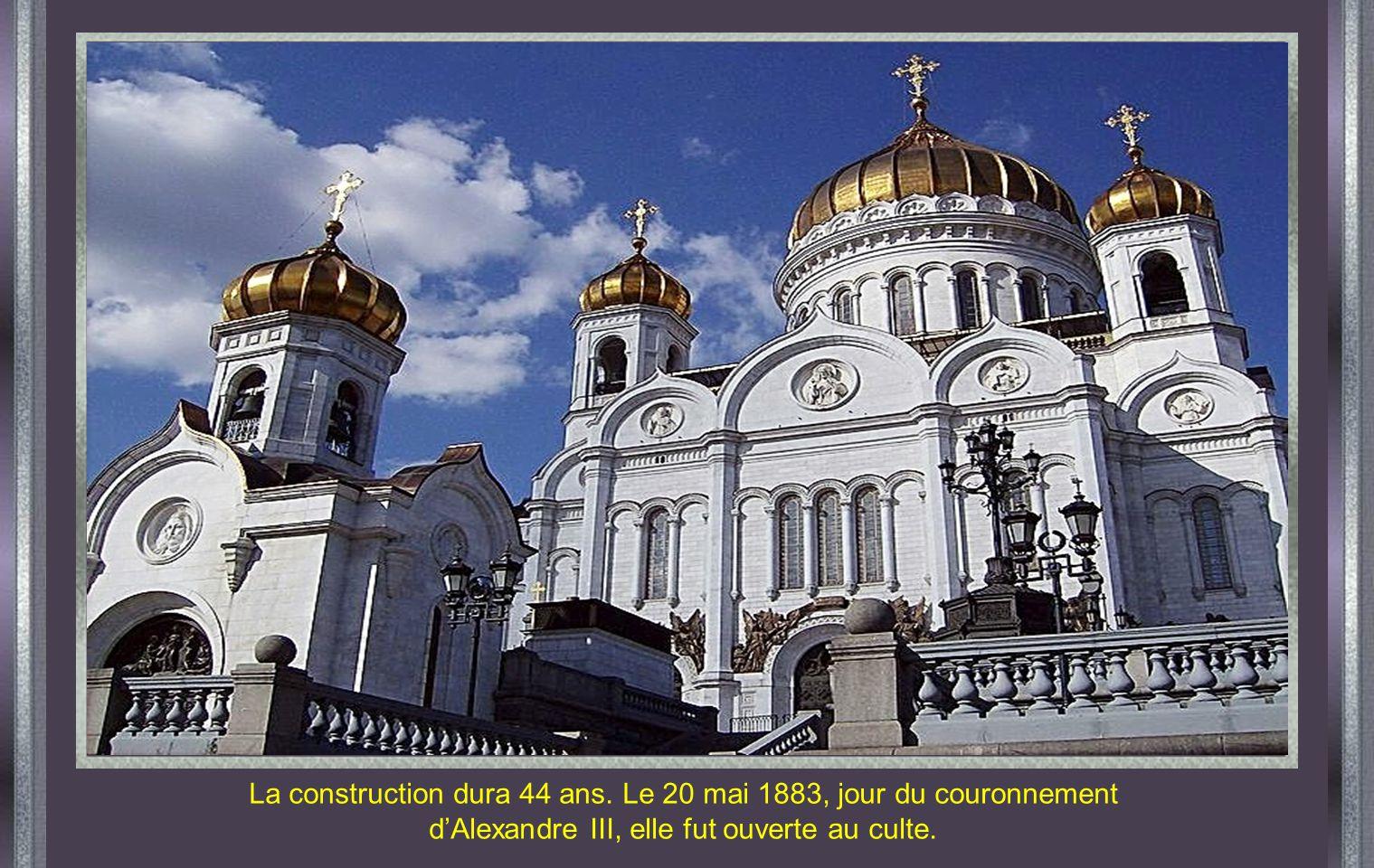 La construction dura 44 ans. Le 20 mai 1883, jour du couronnement