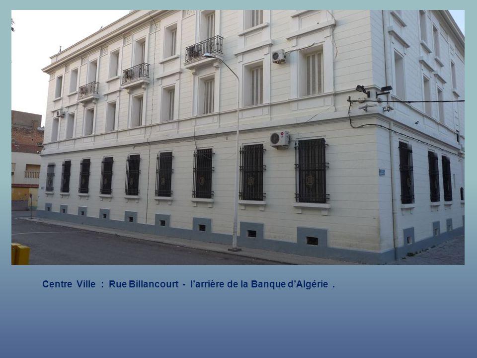 Centre Ville : Rue Billancourt - l'arrière de la Banque d'Algérie .