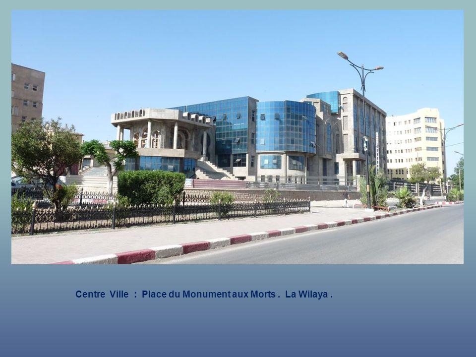 Centre Ville : Place du Monument aux Morts . La Wilaya .