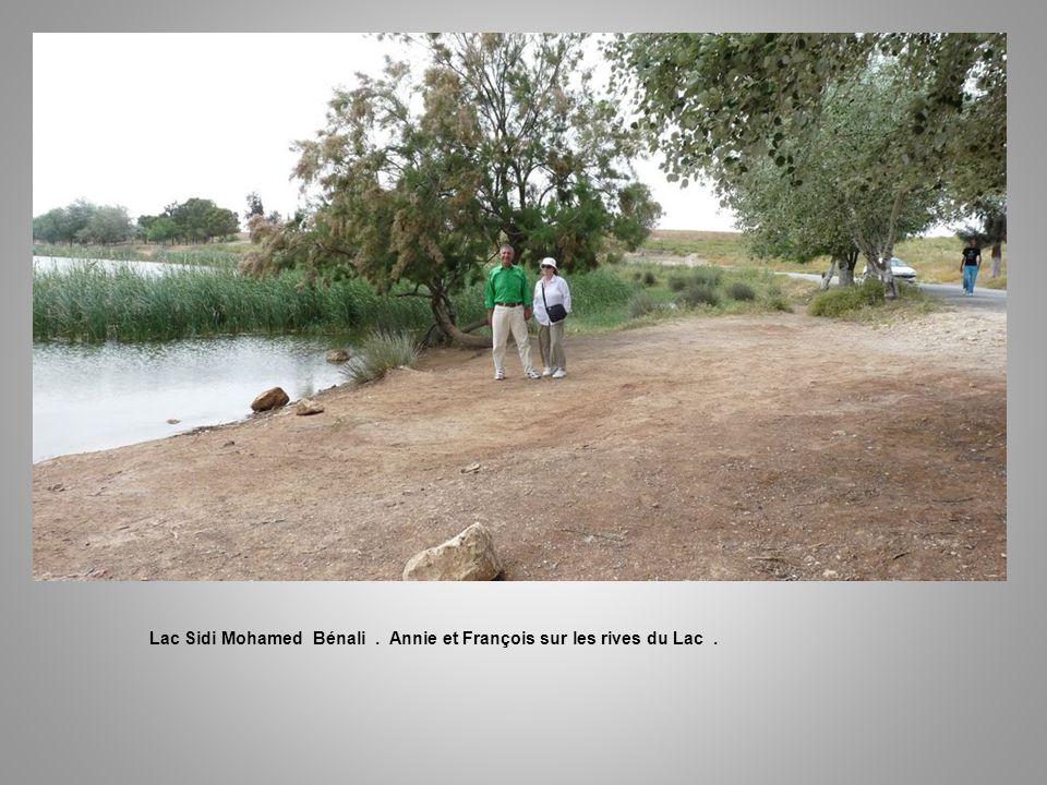Lac Sidi Mohamed Bénali . Annie et François sur les rives du Lac .
