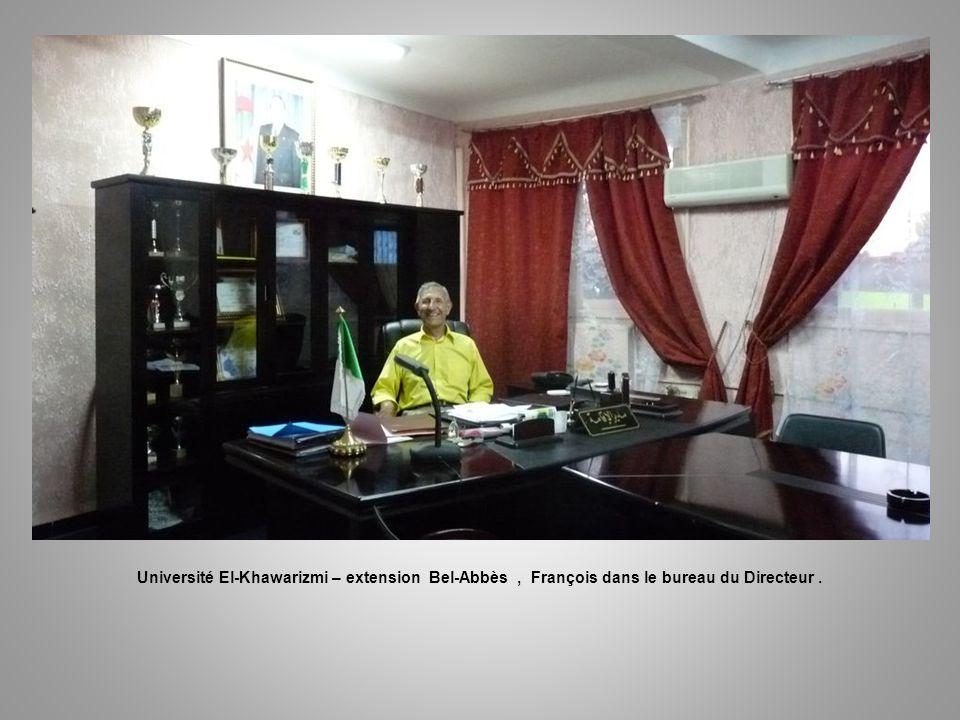 Université El-Khawarizmi – extension Bel-Abbès , François dans le bureau du Directeur .