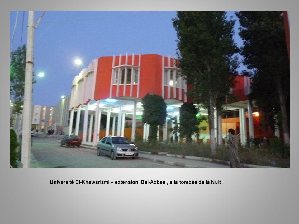 Université El-Khawarizmi – extension Bel-Abbès , à la tombée de la Nuit .