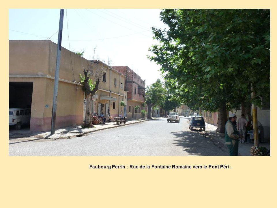 Faubourg Perrin : Rue de la Fontaine Romaine vers le Pont Péri .
