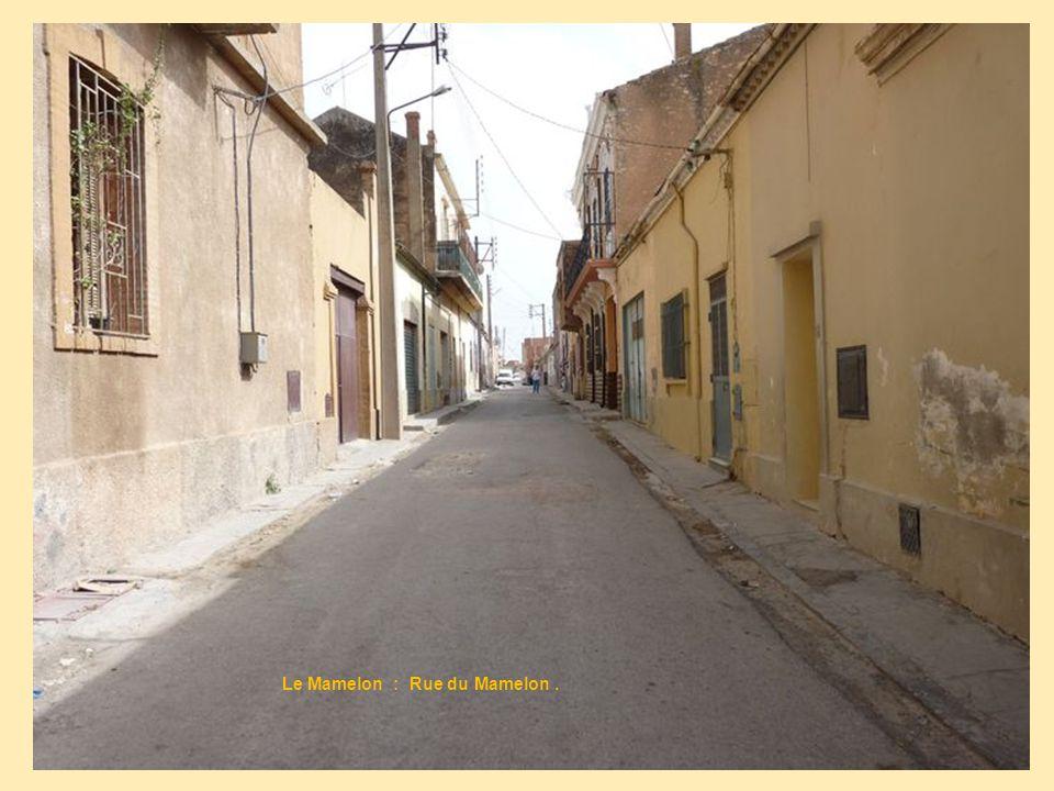 Le Mamelon : Rue du Mamelon .