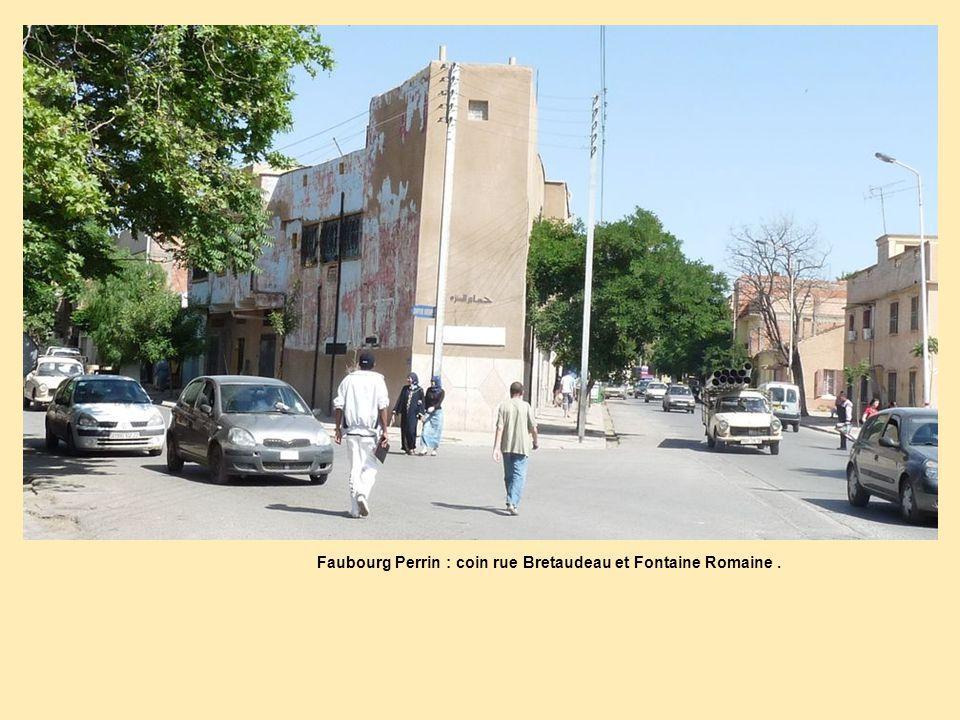 Faubourg Perrin : coin rue Bretaudeau et Fontaine Romaine .