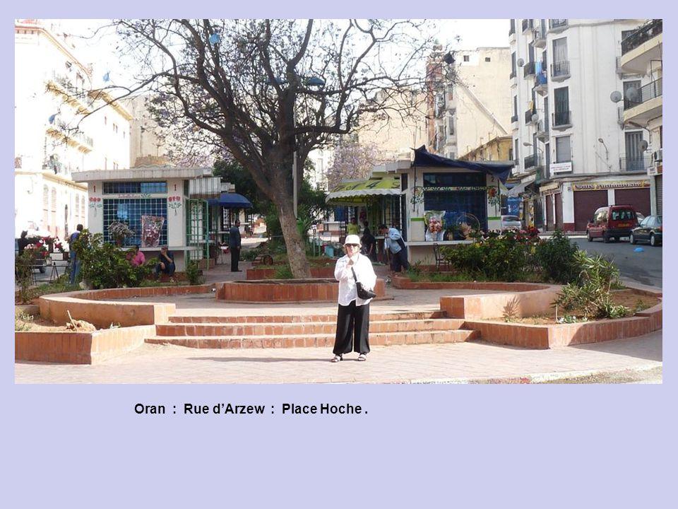 Oran : Rue d'Arzew : Place Hoche .