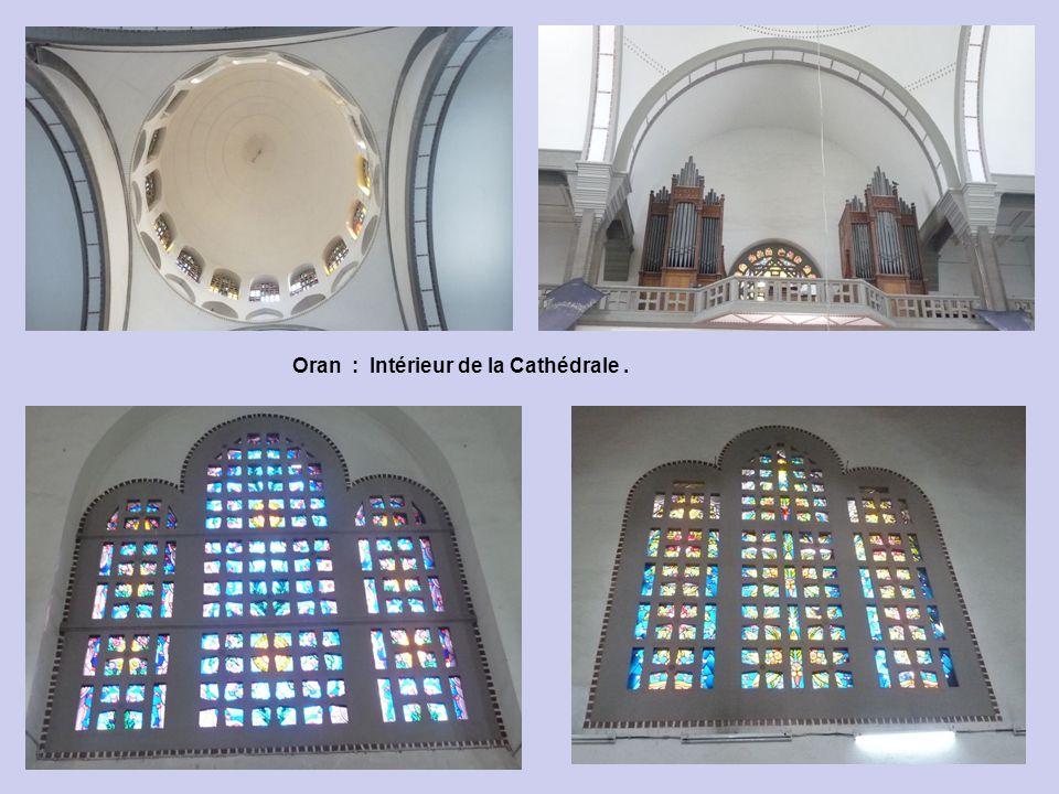 Oran : Intérieur de la Cathédrale .