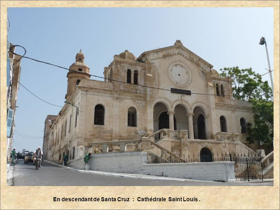 En descendant de Santa Cruz : Cathédrale Saint Louis .
