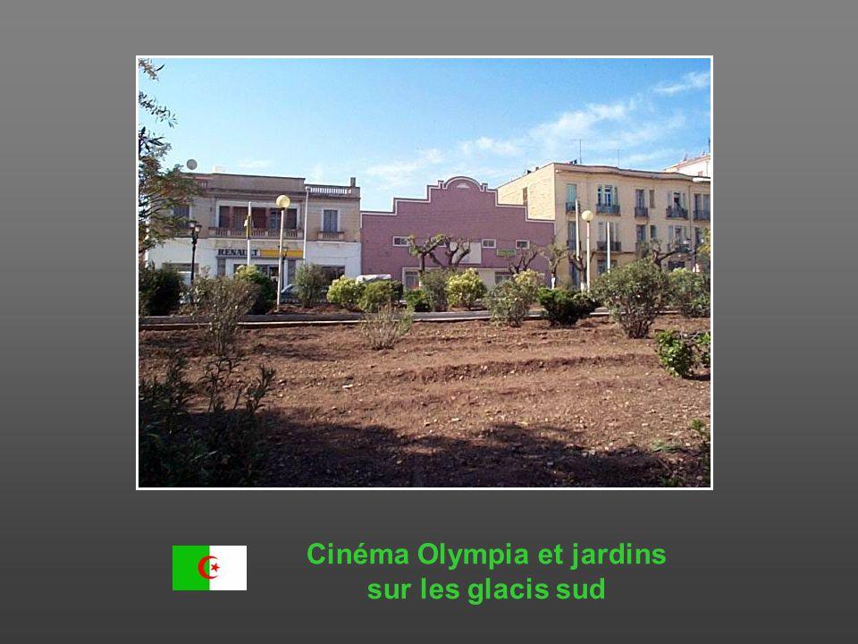 Cinéma Olympia et jardins sur les glacis sud