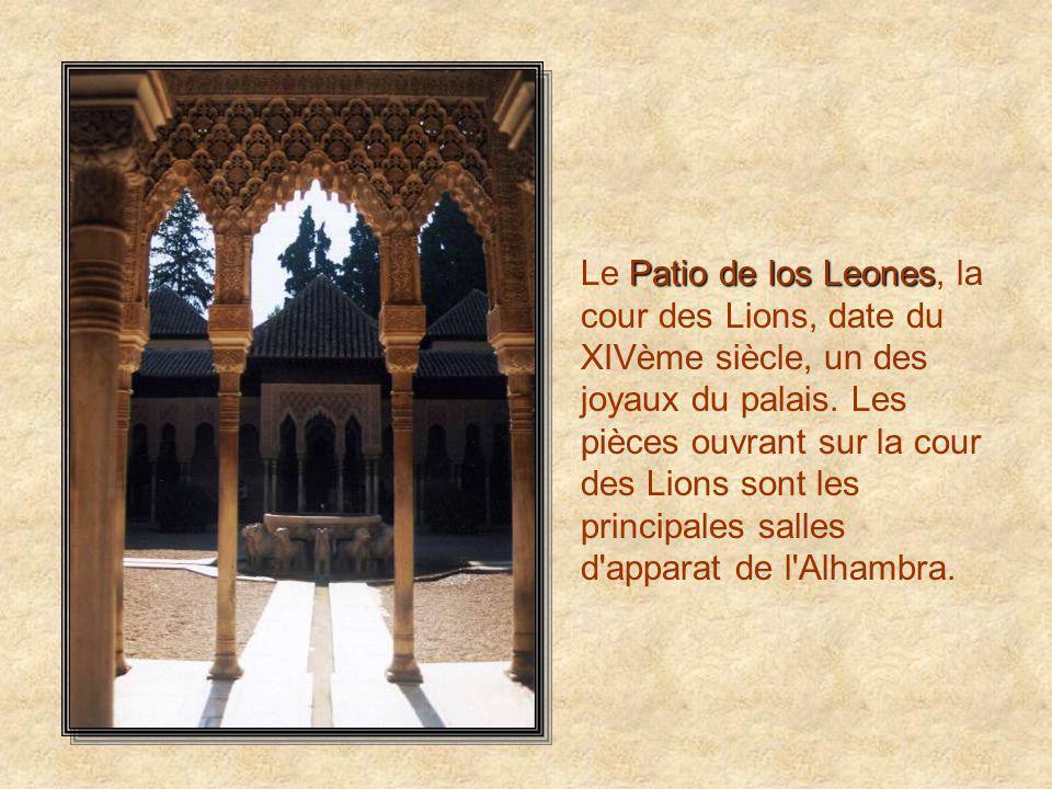 Le Patio de los Leones, la cour des Lions, date du XIVème siècle, un des joyaux du palais.