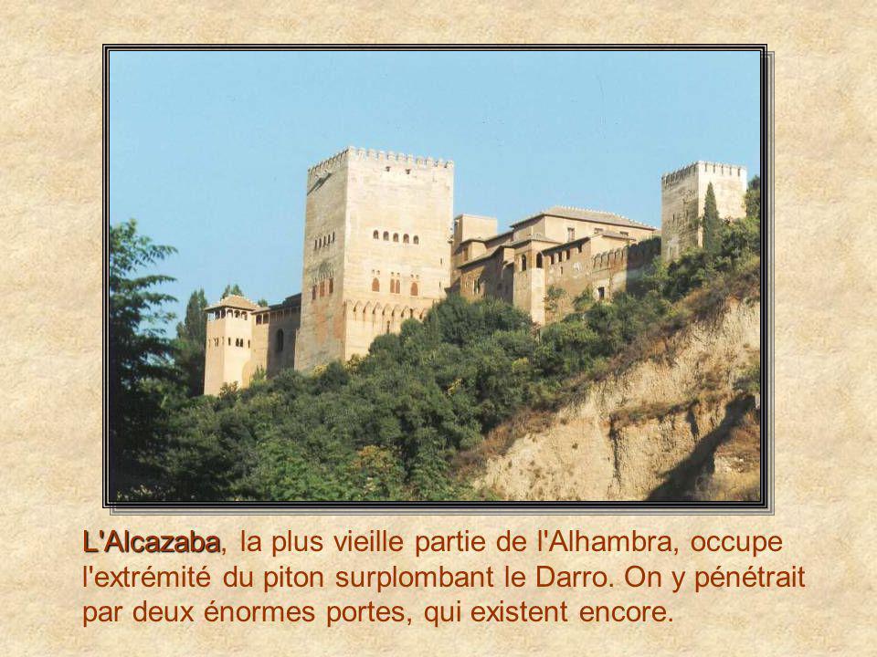 L Alcazaba, la plus vieille partie de l Alhambra, occupe l extrémité du piton surplombant le Darro.