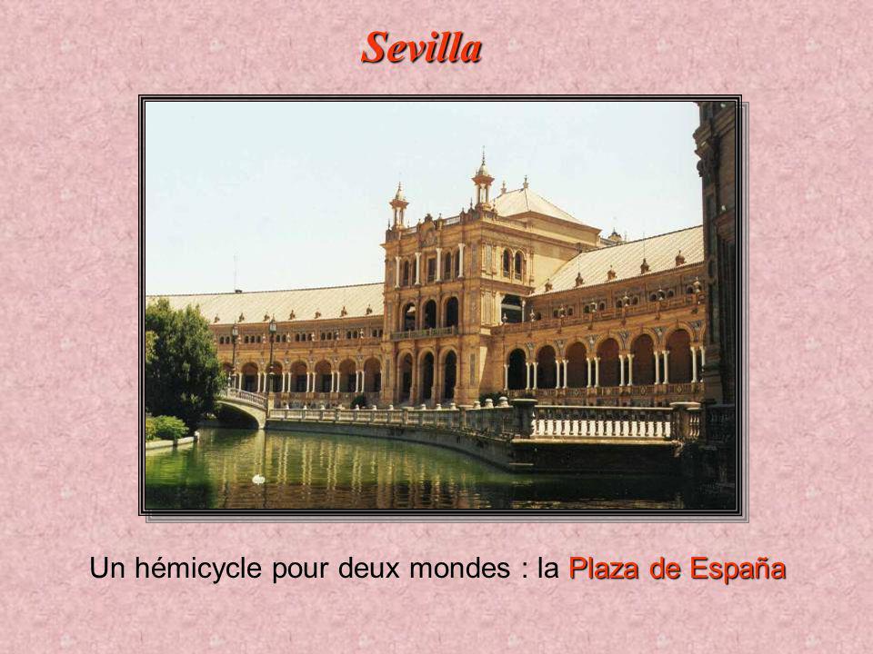 Un hémicycle pour deux mondes : la Plaza de España