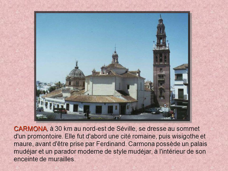 CARMONA, à 30 km au nord-est de Séville, se dresse au sommet d un promontoire.