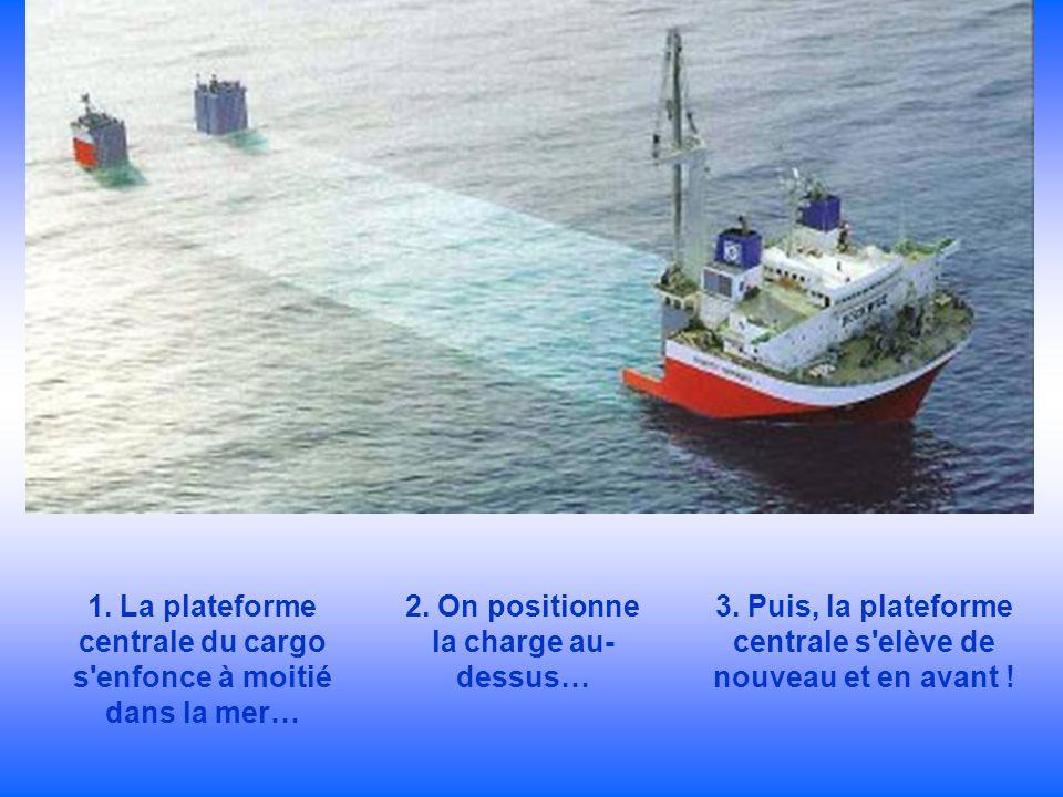 1. La plateforme centrale du cargo s enfonce à moitié dans la mer…