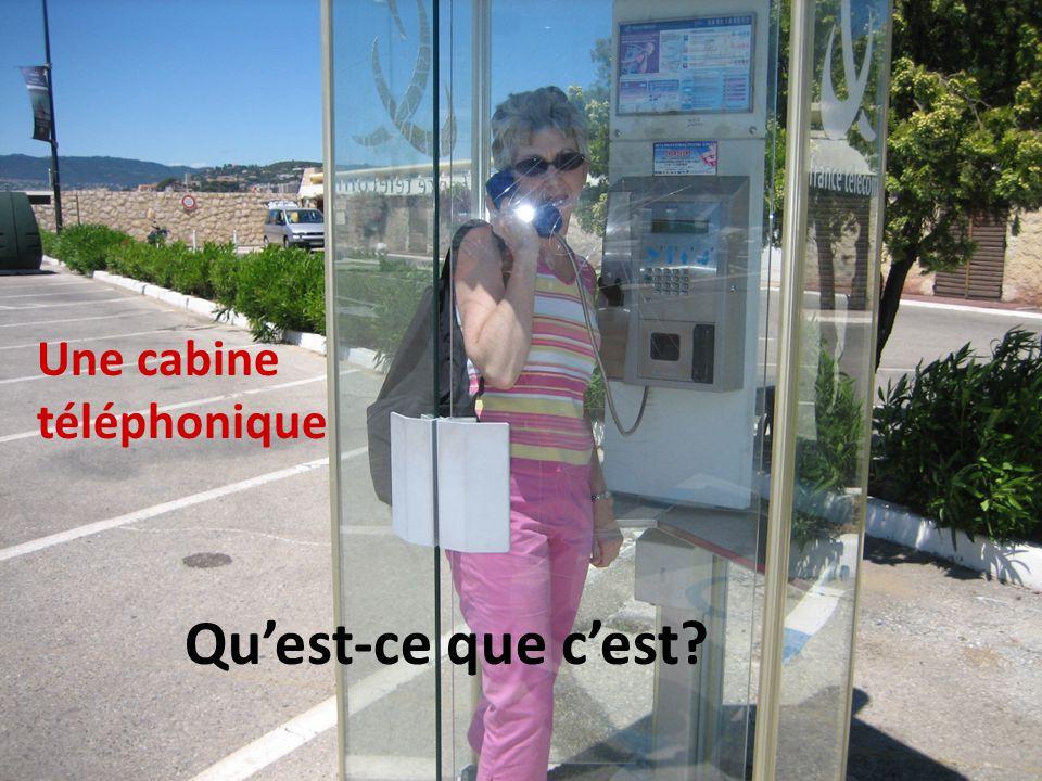 Une cabine téléphonique