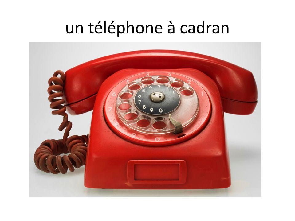 un téléphone à cadran