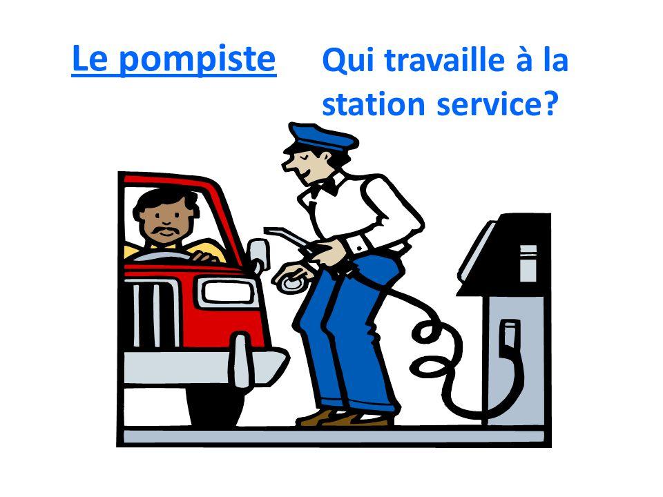 Le pompiste Qui travaille à la station service