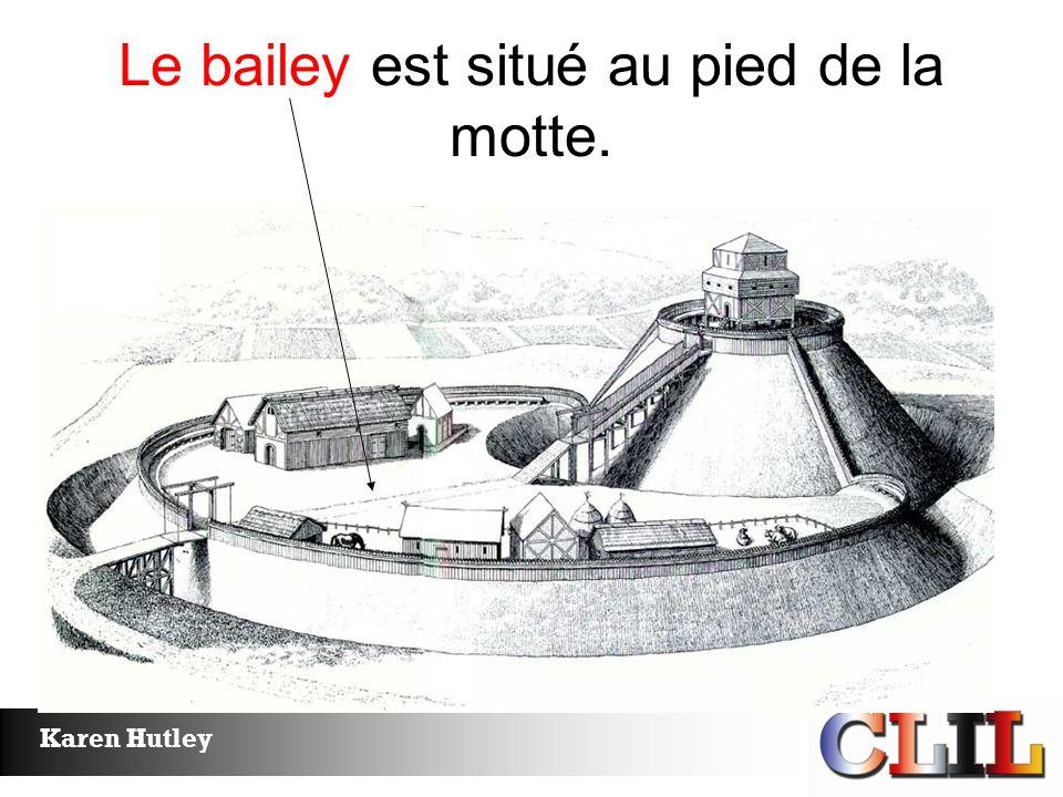 Le bailey est situé au pied de la motte.