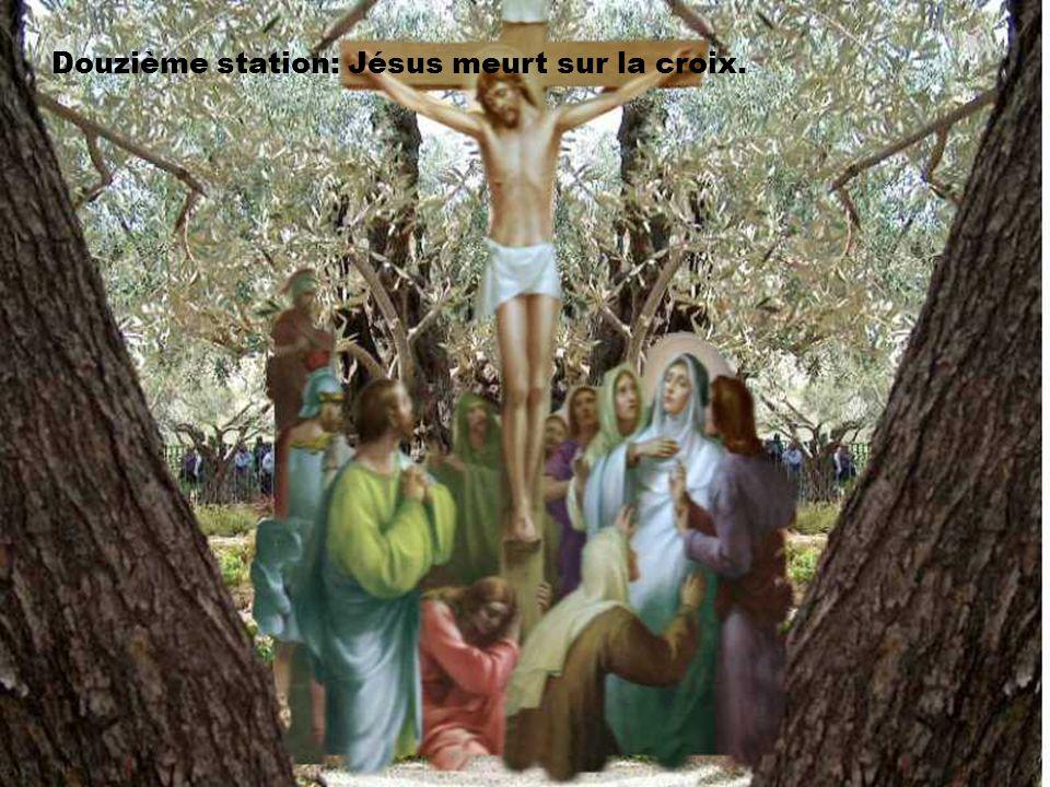 Douzième station: Jésus meurt sur la croix.