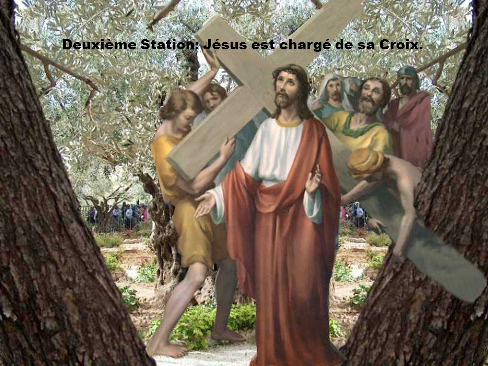 Deuxième Station: Jésus est chargé de sa Croix.