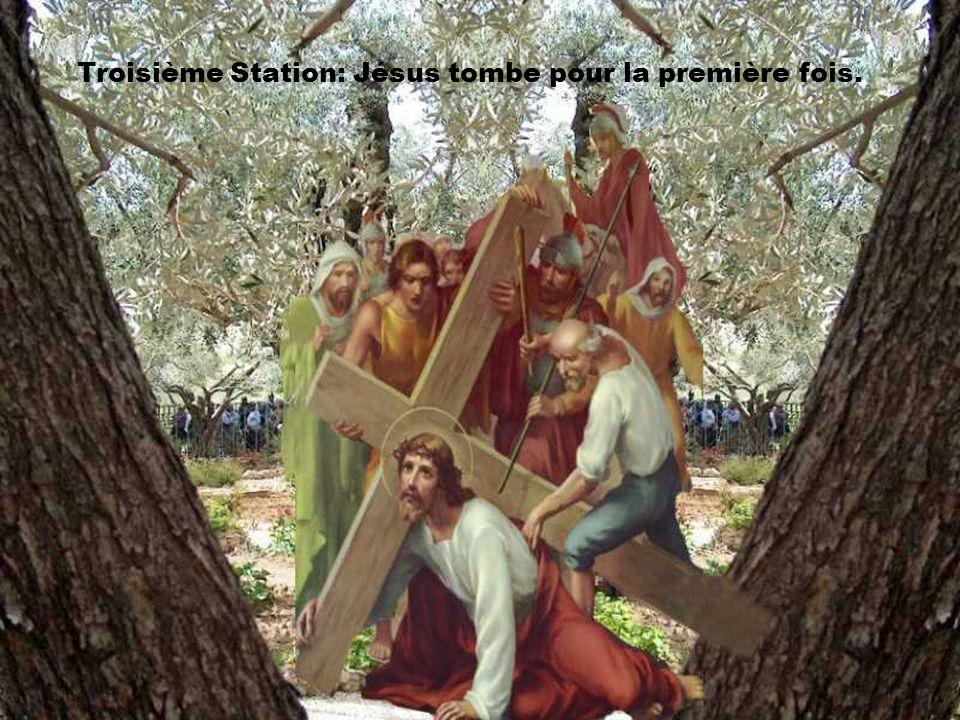 Troisième Station: Jésus tombe pour la première fois.