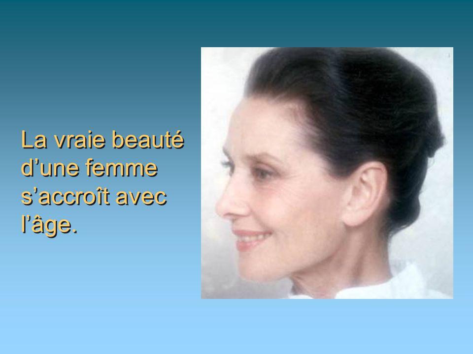 La vraie beauté d'une femme s'accroît avec l'âge.