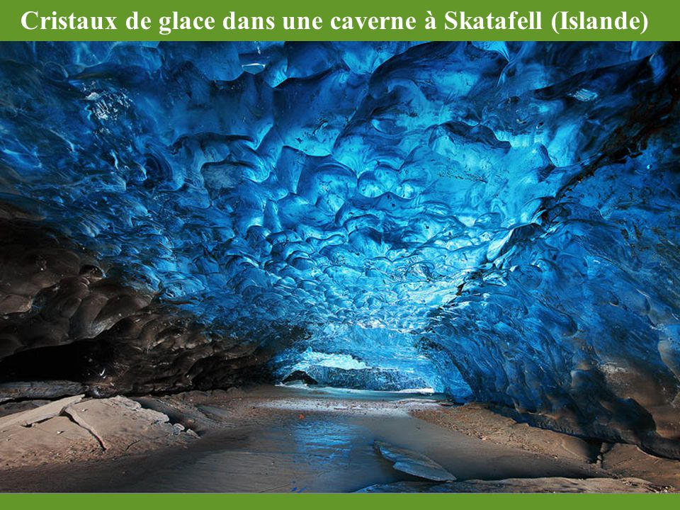 Cristaux de glace dans une caverne à Skatafell (Islande)