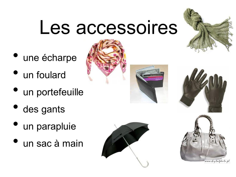 Les accessoires une écharpe un foulard un portefeuille des gants