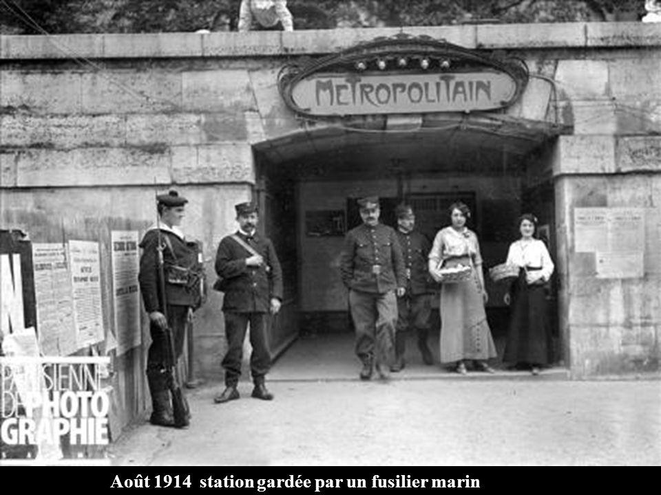Août 1914 station gardée par un fusilier marin