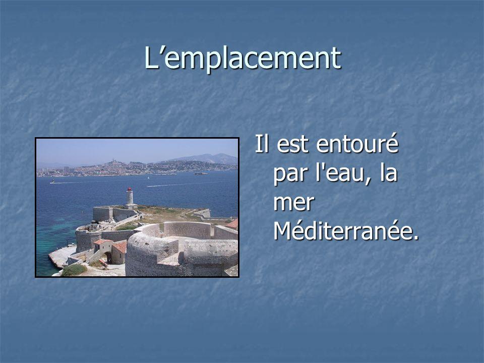 L'emplacement Il est entouré par l eau, la mer Méditerranée.