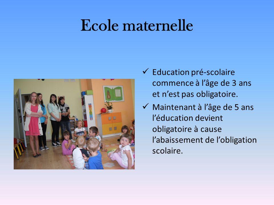 Ecole maternelle Education pré-scolaire commence à l'âge de 3 ans et n'est pas obligatoire.