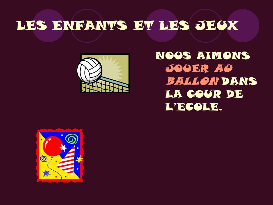 LES ENFANTS ET LES JEUX NOUS AIMONS JOUER AU BALLON DANS LA COUR DE L'ECOLE.
