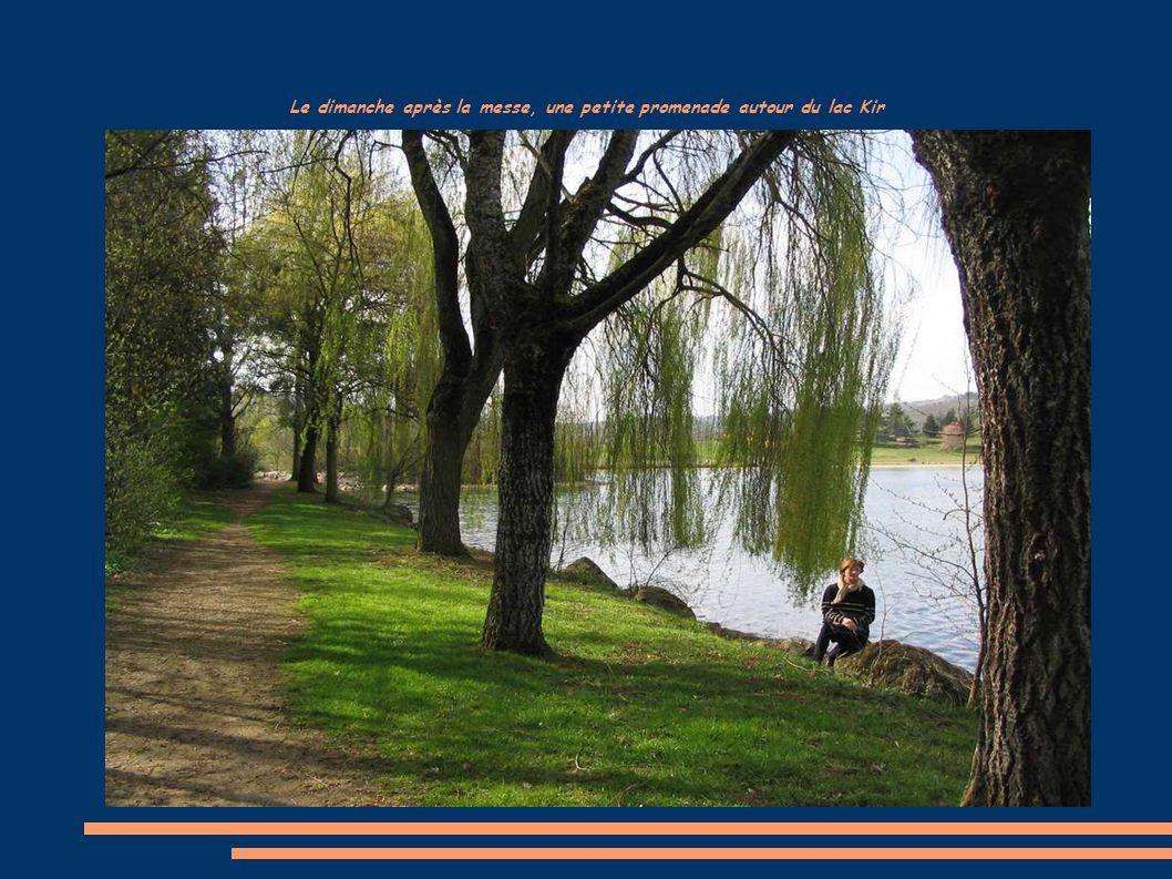 Le dimanche après la messe, une petite promenade autour du lac Kir