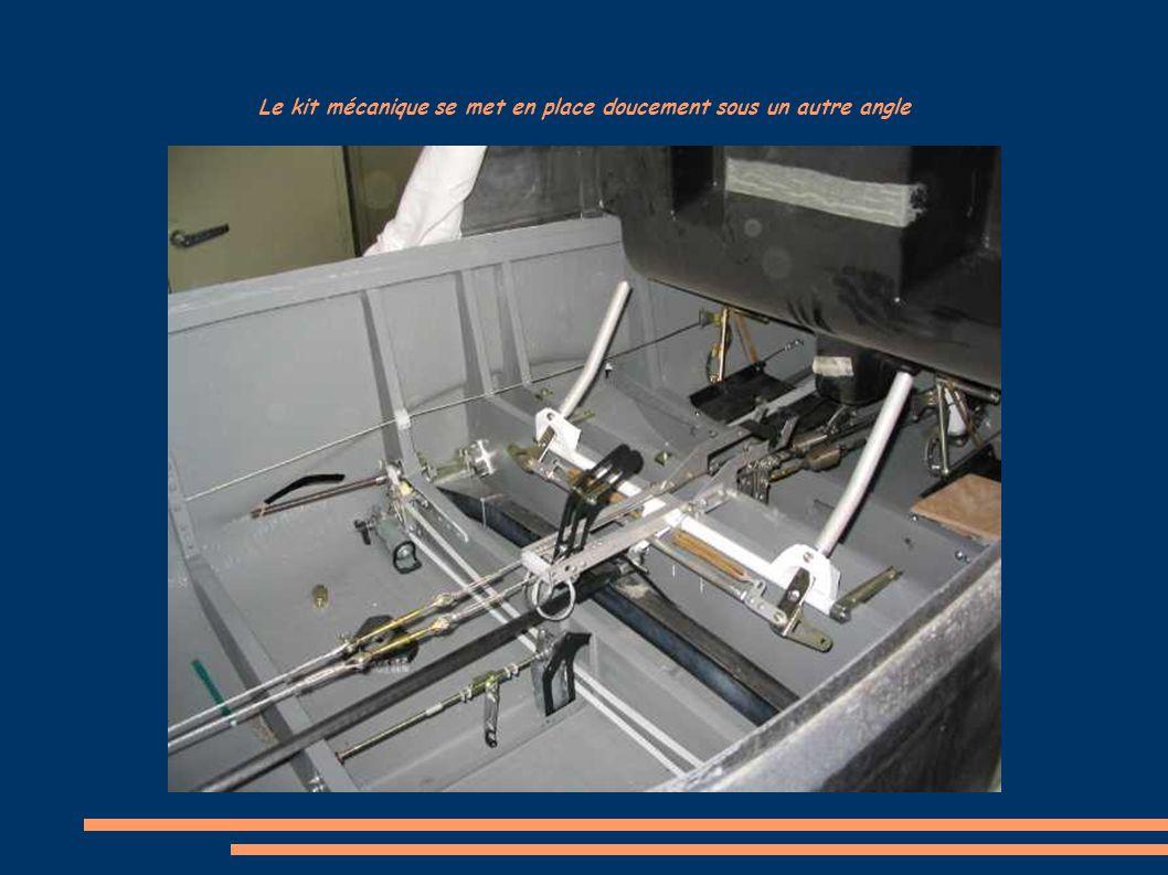 Le kit mécanique se met en place doucement sous un autre angle