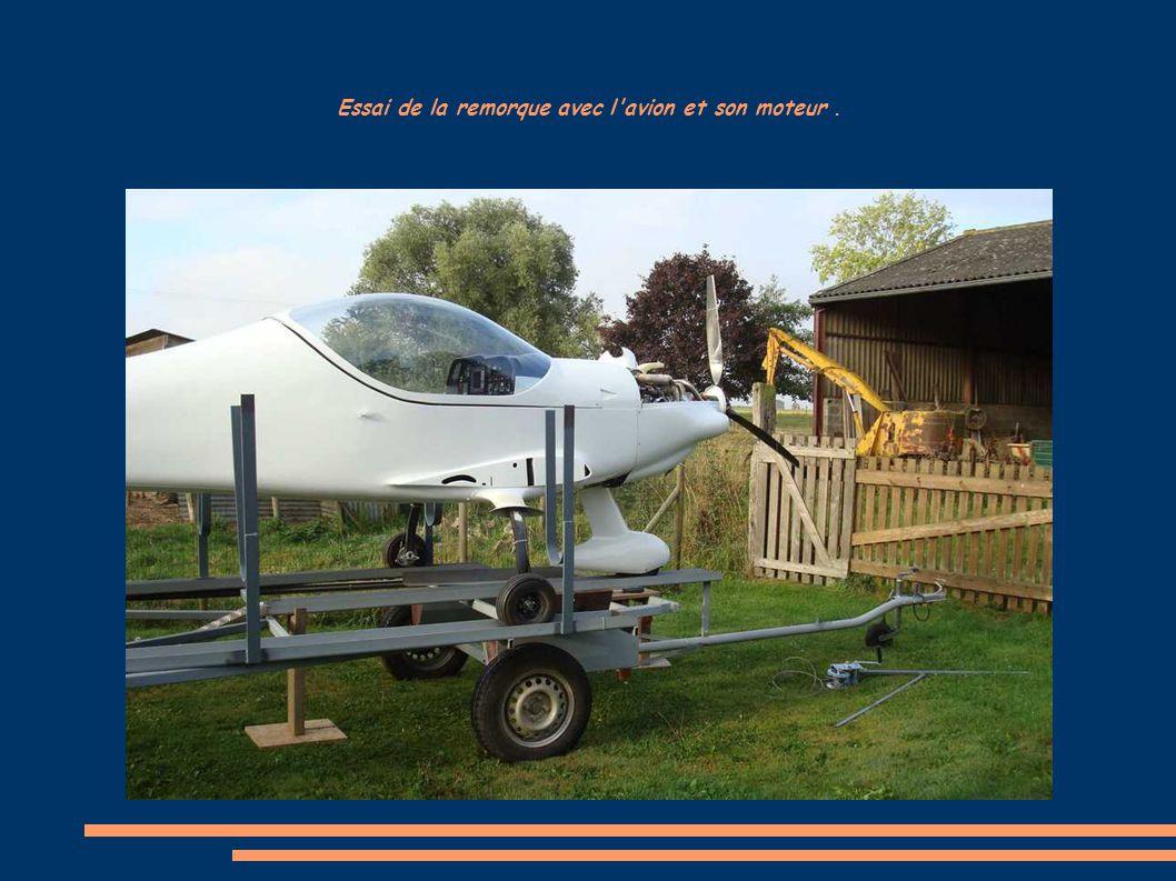 Essai de la remorque avec l avion et son moteur .