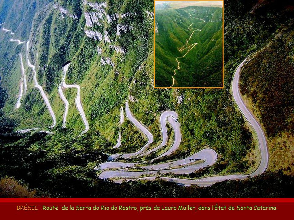 BRÉSIL : Route de la Serra do Rio do Rastro, près de Lauro Müller, dans l'État de Santa Catarina.