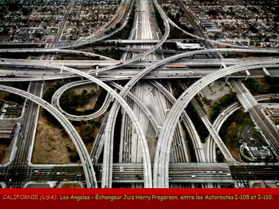 CALIFORNIE (USA) : Los Angeles - Échangeur Juiz Harry Pregerson, entre les Autoroutes I-105 et I-110.
