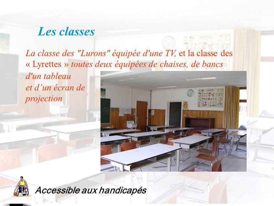 Les classes La classe des Lurons équipée d une TV, et la classe des « Lyrettes » toutes deux équipées de chaises, de bancs.