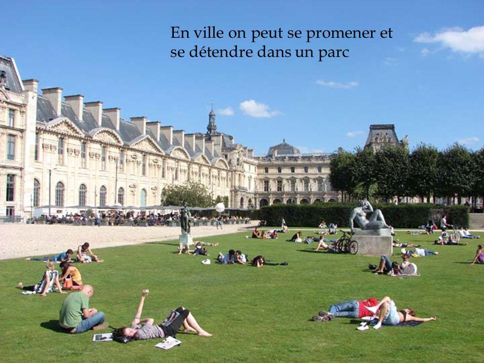 En ville on peut se promener et se détendre dans un parc